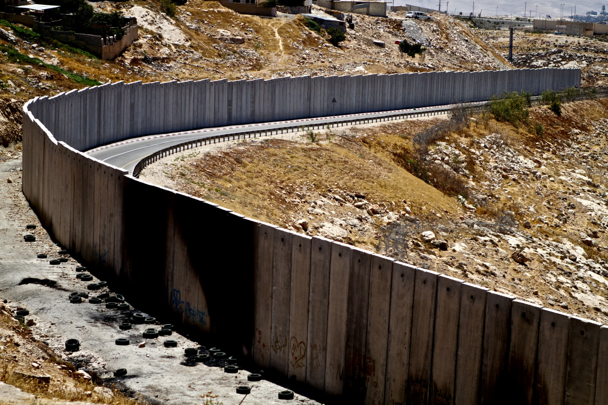 a picture of the Israeli wall